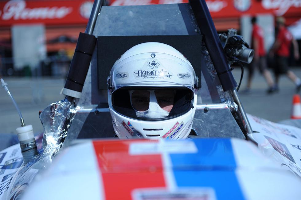 fsra 2012, drumska strela 2012, road arrow 2012, vozac sa kacigom u krupnom planu, formula student, formula ata, fs italy, formula student italija